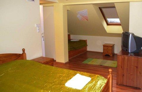 Standard tetőtéri családi szobák