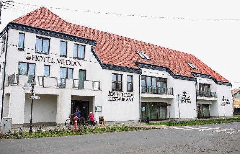 Hotel Medián - Hajdúnánás